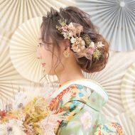 お着物に合わせたお色の花が華やか♡